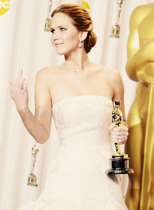 lilesbella:  Best photo from the Best Actress winner  JLaw…. My Type of Classy Chick!