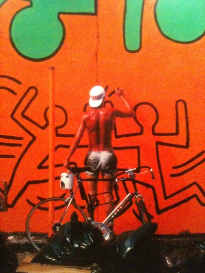 moustachefixiecrew:  Keith Haring and his bike.