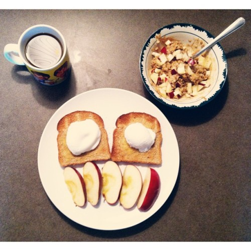maurensparr0w:  Poached eggs on toast, apple slices, peanut-butter-apple-brown-sugar oatmeal, coffee and cream <3