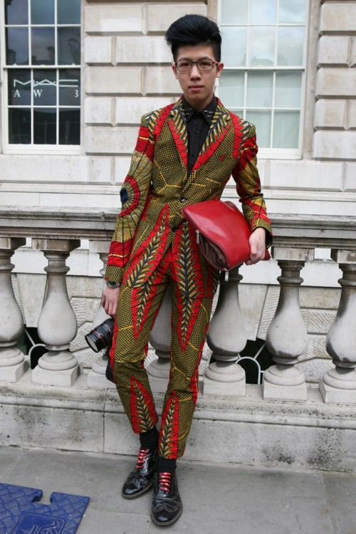 womensweardaily:  They Are Wearing: London Fashion Week                                                                                                                                                                                                                                                                Photo by Merry Brownfield