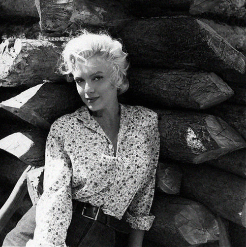 vintagechampagnefever:  Marilyn Monroe on the set of River Of No Return