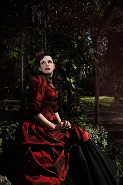 VICTORIAN HEART Promo  Model: Christine Death MUA: Elena Vittoria Pizzolitto Styling and Costume Design: THE.ORY Hat: Cunene