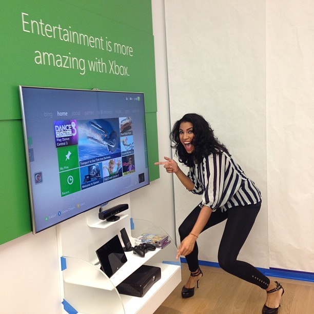 Who's got two fingers and is excited to play with #Xbox #kinect? #microsoftfl @microsoftstore (at Microsoft store Dadeland)