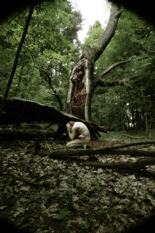 graeandresen:  self-portrait in forest 0655h - Copyright © Græ Andresen