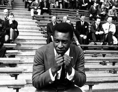tatteredfingers:  Pelé at Wembley, 1963.