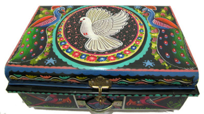 paulagold:  Sindhi Pakistani Hand Painted Truck Art Trunk  I want this sooo bad!