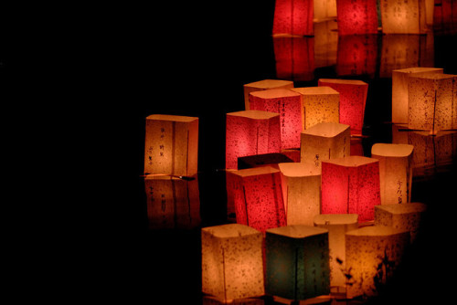 japanlove:  paper lanterns (hiroshima 2006 summer) by Giyu (Velvia) on Flickr.
