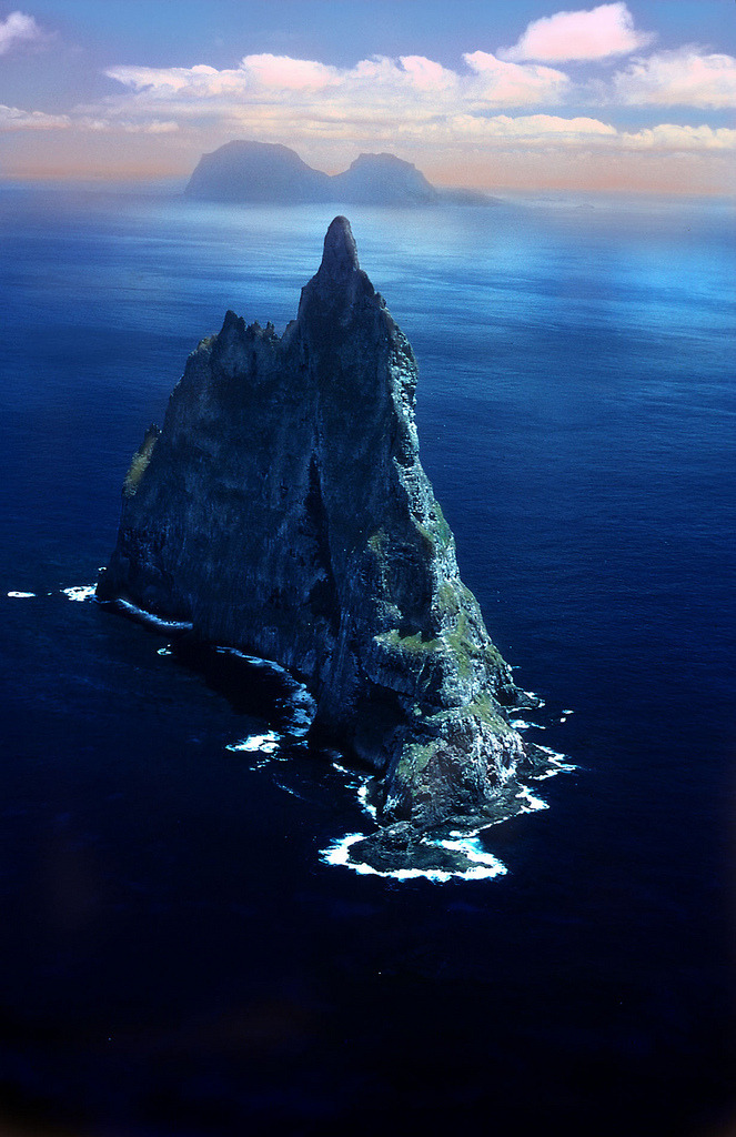 brutalgeneration:  Lord Howe Island (by Julian Pencilliah)