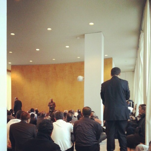 Khutbah Jumaat at United Nations. #unitednations #fridayprayer #giwtravel #giwnyc #giwusa #nyc #newyork  (at United Nations)