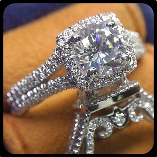 Absolutely stunning piece of eye candy! This Insignia-7062CU is simply breathtaking.