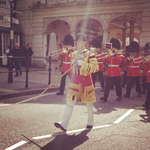 #royalguards #marching #windsor #sunny #royal #thequeen (at Windsor Castle)