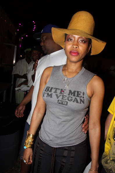 curvesincolor:  Ms. Badu.