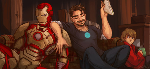 ramida-r:  Because a tuna sandwich is an essential snack for Tony Stark before he saves the world yet again.Iron Man III © Marvel
