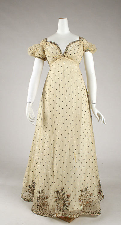 omgthatdress:  Evening Dress 1810 The Metropolitan Museum of Art  I love the neckline of this dress.
