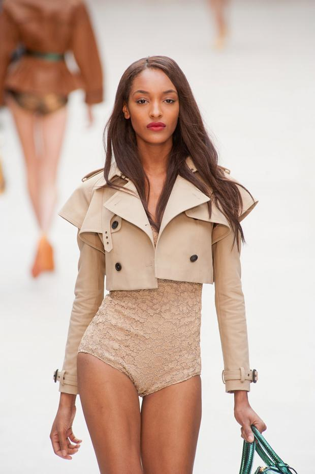 pretty-young-style:  mulberry-cookies:  Jourdan Dunn @ Burberry Prorsum S/S 2013 // Click For More♥  ♥