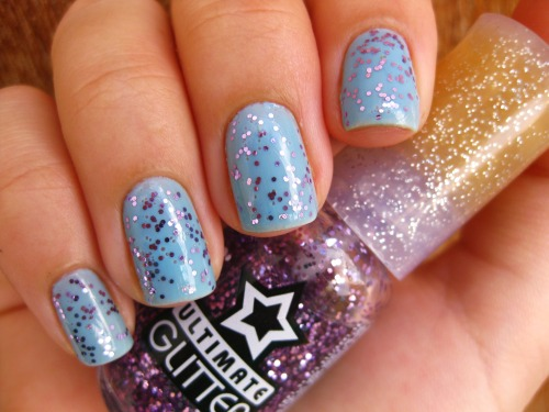 Aquarium (Beauty Color) + Barcelona Girl (Top Beauty) http://gabis-nails.blogspot.com.br/2013/04/aquarium-beauty-color-barcelona-girl.html Facebook