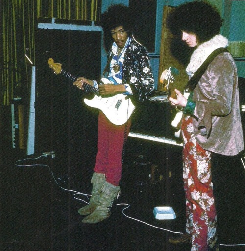 theswinginsixties:  Jimii Hendrix and Noel Redding