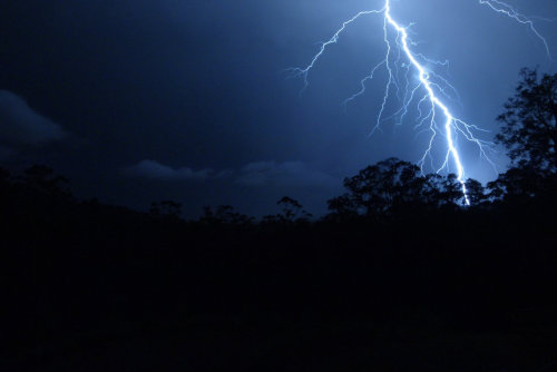 the-silver-forked-sky:  Lightning by ink—drop