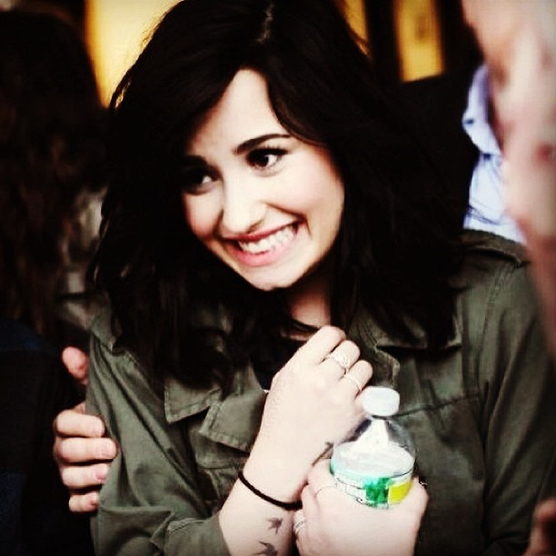 😍 So sweet #princess #perfect #demilovato #demetria #lovato #lovatic #music #Wonderful #style #fashion #nail #cute #sweet #Green #aww #idol #diva #hair #hairstyle #baby #loveyou #staystrong #unbroken #HeartAttack #Words #stronger