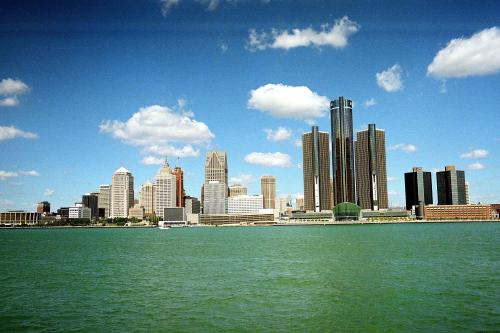 detroitadventures:  Summer here is gorgeous. Temperature keep on rising!!