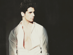 Siddarth Malhotra is the name. He is too handsome :) <3