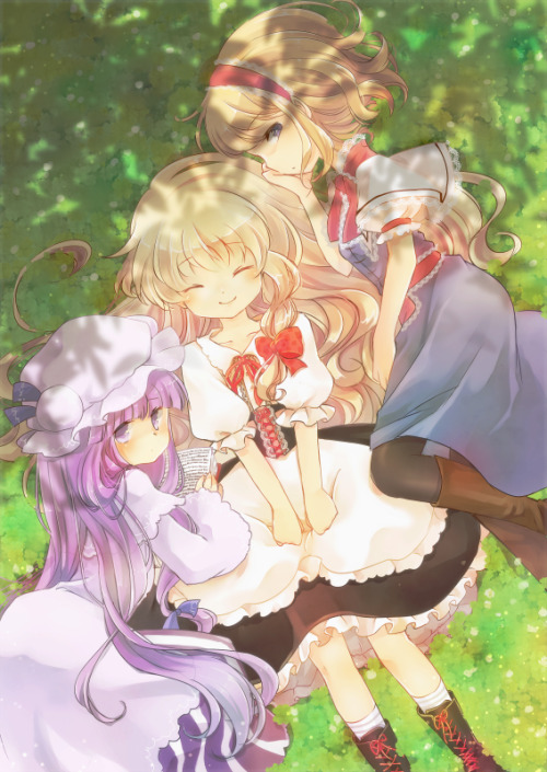 Marisa, surrounded by Patchouli and Alice.  By sen1986.
