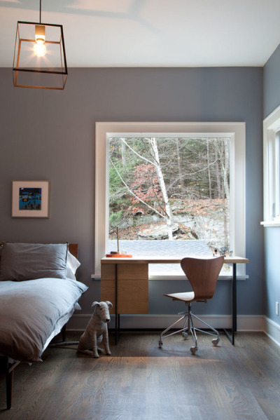 minimaldesks:Bedroom workspace perfectly positioned in front of that window to connect with nature.