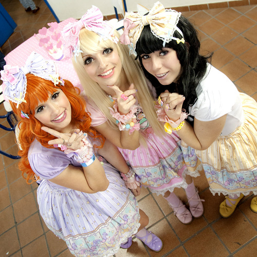 fuckyeahbodyline:  Carrosel Twins!♥  Sally, Kakao and Kitty!
