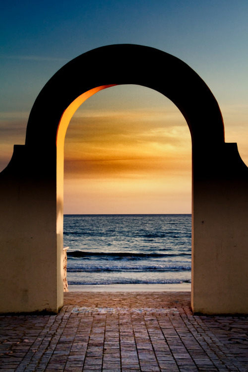 touchdisky:  Sperlonga, Italy by fingolfin75
