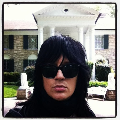 Greetings from Graceland! Feels like I'm back home… #Graceland #Elvis #gothnroll  (paikassa Graceland)