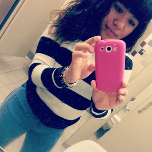 School bathroom pic ;} aye.