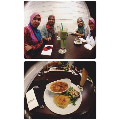 Evening with them girls ! Thank you monkeys for today @farhaeisyeerah , @justzeera and hanna 🐒