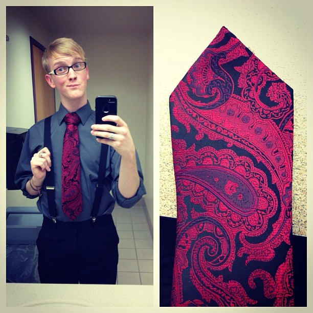 March Photo Challenge Day 5: #OutfitOfTheDay 👔 my guilty bathroom photo showing off my paisley tie for Phi Theta Kappa induction. #Danielzrotfl #Me