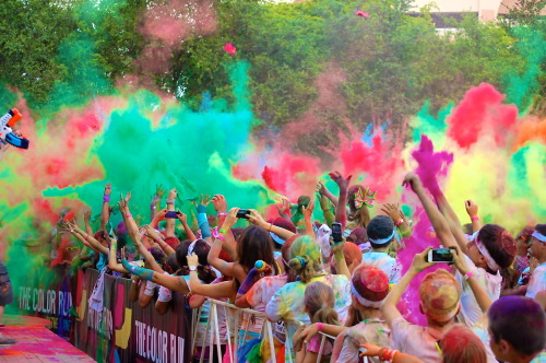 gettingahealthybody:  A run when you get to play too!  Colorrrrr runnnn!