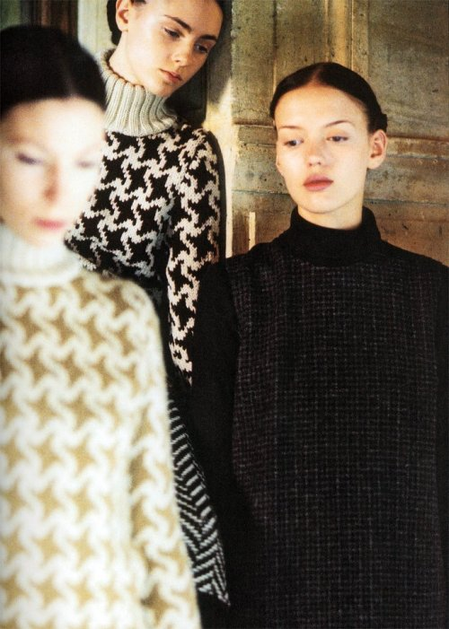 vroomheid:  Veronique Branquinho fall 2000-01 This collection intends to present classical fabrics - which are considered as timeless and old fashioned - in a new and modern way. By mixing tailored pieces in Prince of Wales, Herringbone, pied-de-poule and gun club fabrics, with enlarged hounds tooth and herringbone detailed knitwear, a youthful silhouette is created.Knee length skirts with double hem are presented with woollen leggings in jacquard jersey and heavy knitwear tops or feminine silk blouses. Masculine but elegant tweed trench coats with contrasting fabric on the collar are mixed with wide and straight checked pants. Skirts and pants have sophisticated detailing such as a smoking or a plaited belt. Other striking details include bat-wing sleeves cut with a narrow shoulder and long jumper dresses worn with pants. As for coats, they are long and wide with pleated back, or collarless with a large volume on the body and straight on the hips. Turtlenecks are worn under woollen shirts with a woollen or silk neckerchief. Above these pieces a vest and undercoat are presented. by annick geenen, young belgian fashion design