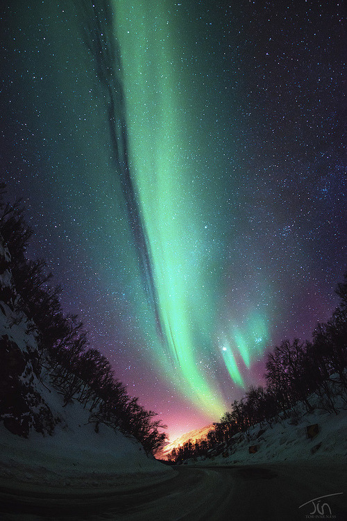 e4rthy:  Aurora Road by torivarn