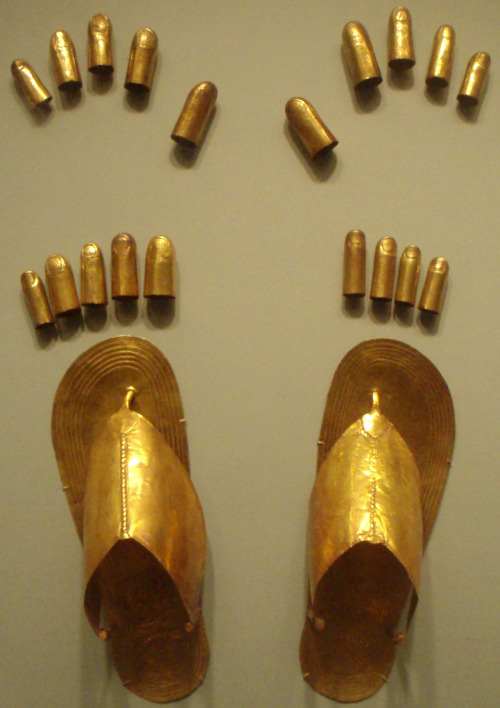 ancientart:  Sheet gold finger and toe coverings, plus sandals, from the tomb of three minor wives of Thutmose III at Wady Gabbanat el-Qurud, circa 1479-1425 B.C. Courtesy & currently located at the Metropolitan Museum of Art, New York. Photo taken by Keith Schengili-Roberts