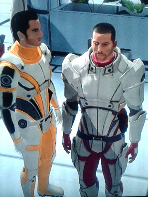 My space husbands wearing similar armor. It's so cute that it's gross. And Shepard's wearing pink, so fab.