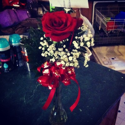What my AMAZING boyfriend sent to the school by surprise (; 😱😃😍😘💏💛💙💜💚❤💋🌹!!!!!!!!!