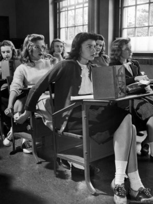hotredhairedwitch:  1940's girls passing notes during class…