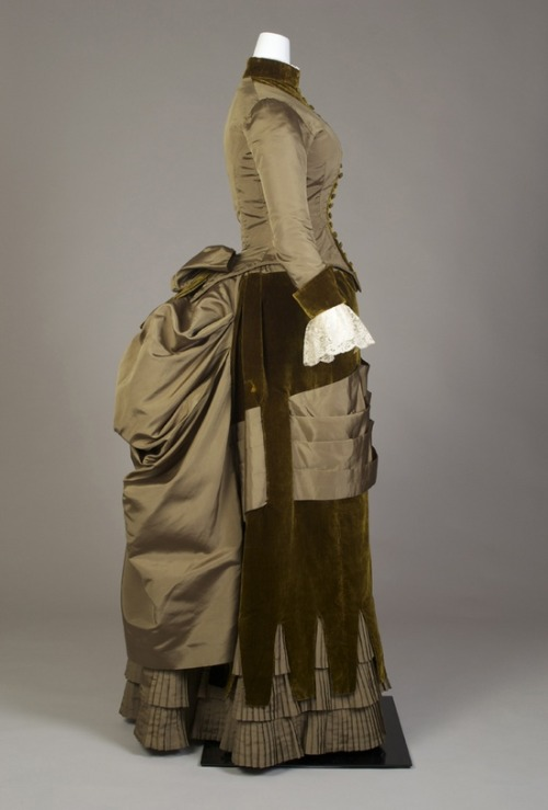 Day dress, late 1880's From the Kent State University Museum Pinterest