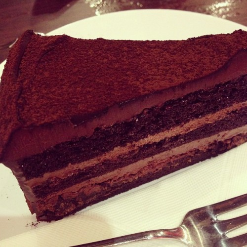 #darkchocolate #cake #secretrecipe #hmmm #this is #really #good #yummy 😍😍😋😋😋 kiss my diet goodbye😥😥😥 I'm gonna be soo fat😆