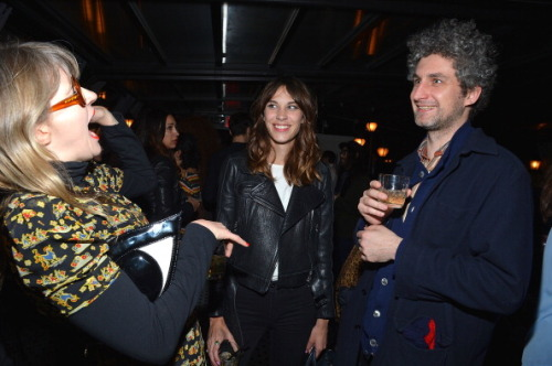 caseof-flashdelirium:  earlysunsetsovermonroeville:  Alexa Chung attends a screening of 'A Glimpse Inside The Mind Of Charles Swan III' at Landmark Sunshine Cinema on January 9, 2013 in New York City.  Oh hey, Matt Asti.