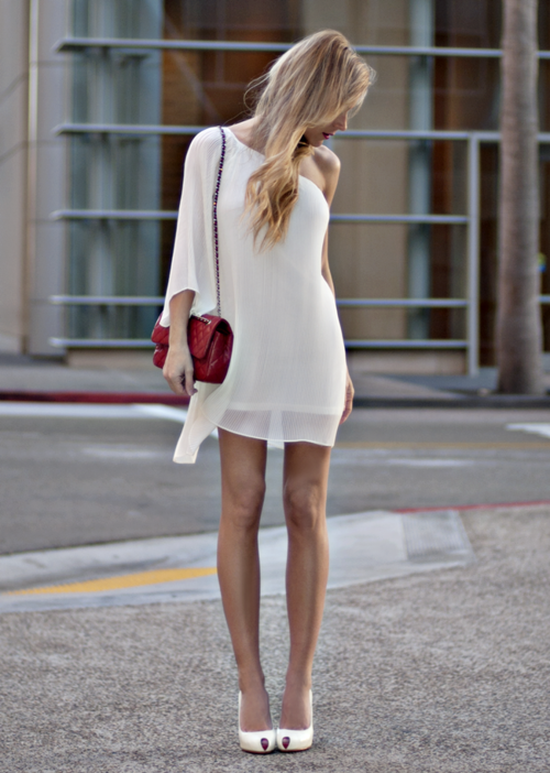 must-have-outfits:  one-shoulder elgegance