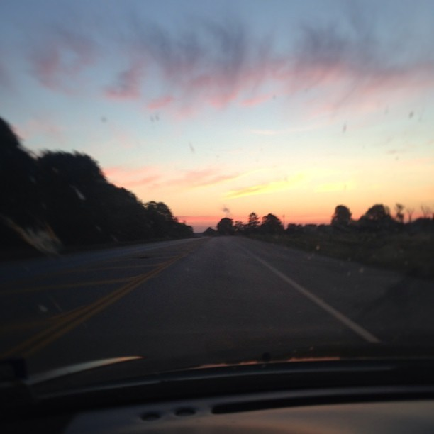 just can't get enough of these.. #sunrise #openroad #driving #newday #beauty #nature #nofilter #instapic
