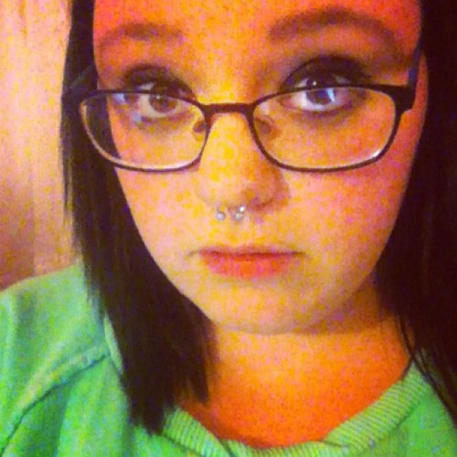 Hey there. 😘🎀 #girlswithpiercings #septumpiercing #makeup #glasses #muah #xoxo #me