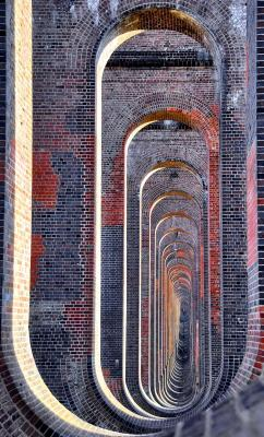 cjwho:  Through the arches of the Balcombe viaduct. Extraordinary early 19C architecture