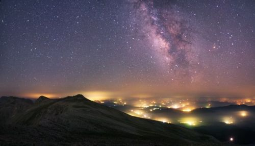nationalgeographicmagazine:  Star Fields Photograph courtesy Tunç Tezel, APOY/Royal Observatory Full story»