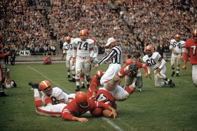 San Francisco's Bob Toneff (74) and Harry Babcock (88) reach for the ball during a 1956 preseason game against Cleveland. (Hy Peskin/SI)
