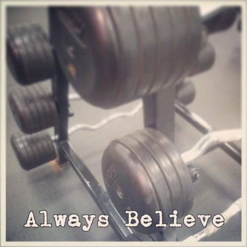 No matter what happens always believe in yourself. People and things will come and go but what should never change is the belief in yourself. So always believe and support yourself up and you'll never look back on anything or anybody. #motivation #inspiration #dedication #determination #workingout #weights #lifelessons #lifeofabodybuilder #bodybuilding #blackspartan #healthylifestyle #healthandfitness #healthyliving #positiveliving